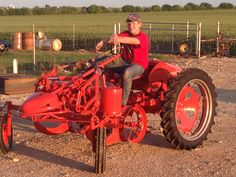 Stretching the G's legs Can't leave a tractor that worked all its life in a dark barn Antique Tractors, Vintage Tractors, Old Tractors, Vintage Farm, Old Farm Equipment, Garden Equipment, Allis Chalmers Tractors, Farm Tools, New Trucks
