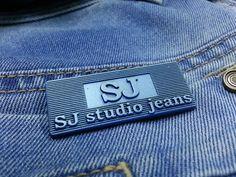 #estradavelasquez #estrada #velasquez #diseño #fashion #detalles #placa #decorativa #jeans #pintura www.estradavelasquez.com