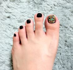 In which case: GET READY FOR GLASS TOENAILS! | Women Are Getting Shattered-Glass Nails And It's As Awesome As It Sounds