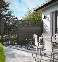 Une terrasse tout en couleurs avec le salon de jardin en métal ...