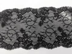 Belle Dentelle de Calais élastique, noire, avec des motifs floraux et des arabesques mélangées avec une finition : Tissus Habillement, Déco par petits-plaisirs Arabesque, Alexander Mcqueen Scarf, Etsy, Floral Patterns, Tattoo Ideas, Embroidery, Black People