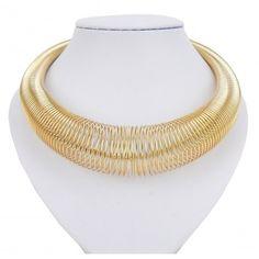 Goldfarbene Spiral Halskette by Ella Jonte  #gold #fashionjewellery #statement