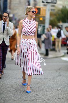 Street Style, nyfw, sofie valkiers, listras, conjuntinho, top cropped, saia mídi, scarpin colorido, monoprint,