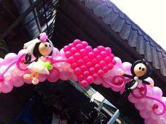 wedding arch with balloon people