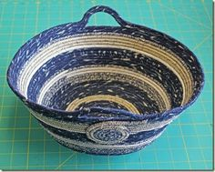 Coiled Clothesline Basket, mat and coasters. Rope Basket, Basket Bag, Basket Weaving, Rope Crafts, Denim Crafts, Making Baskets, Fabric Bowls, Clothes Basket, Clothes Line
