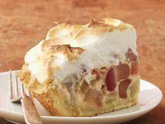 Rhabarber hat Saison - und wer kann bei diesem Kuchen schon nein sagen?! Rhabarber-Baiser-Kuchen - smarter - Zeit: 45 min. #rhabarber #cake