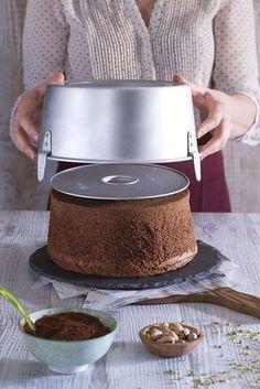 Chiffon cake cioccolato (per stampo diam 25 cm) Sweet Recipes, Cake Recipes, Dessert Recipes, Desserts, Food Cakes, Torta Chiffon, Chocolate Chiffon Cake, American Cake, Cake Chocolat