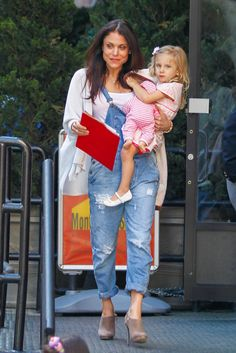 Bethenny Frankel is all smiles while picking up Bryn from school Bethenny Frankel, Family Matters, All Smiles, Celebrity Babies, Celebs, Celebrities, Mom And Baby, Respect, Famous People