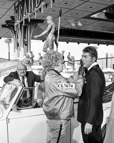 Dean Martin and Lucille Ball on the Set of TV Series ' The Lucy Show' at the MGM Martin King, Dean Martin, Hollywood Stars, Classic Hollywood, Hollywood Glamour, William Frawley, I Love Lucy Show, Vivian Vance, Queens Of Comedy
