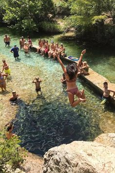 Jacob's Well in Texas Places To Travel, Places To See, Travel Destinations, Jacobs Well Texas, Travel Around The World, Around The Worlds, Swimming Holes, Texas Travel, Lake Tahoe
