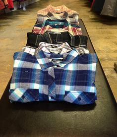 Qui dit chemise dit réconfort! Ca tombe bien, nous avons un vaste choix en magasin et en ligne !!  @vansgirls @volcomwomens @burtongirls @gentlefawn @roxy @obeywomens #ootd #axisladies #woven #confort