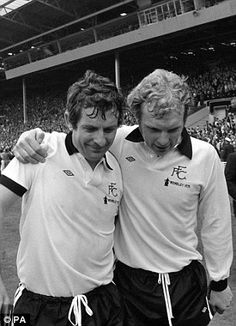 Alan Mullery (L) is consoled by Bobby Moore after losing the the final to West Ham. Fulham Fc, Bobby Moore, Fa Cup Final, Retro Football, West Ham, Everton, Finals, Competition, Legends