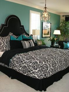 Love the bed ensamble and the rich turquoise accents in this bedroom!