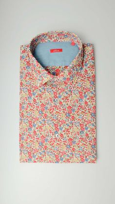 Long sleeves repeating pattern shirt featuring chest pocket, cuffs with buttons, button fastening, forward-point collar, slim fit.