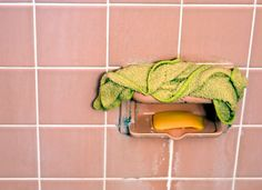 8 Unorthodox Tips for the Cleanest Bathroom Ever - Dryer sheets aren't just for freshening your laundry Add a couple of drops of water to one, and you can remove soap scum from your shower doors, walls, and tub Bathroom Cleaning Hacks, Household Cleaning Tips, Household Cleaners, House Cleaning Tips, Diy Cleaning Products, Cleaning Solutions, Cleaning Supplies, Cleaning Diy, Cleaning Vinegar