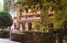 Pavillon de la Reine - Galerie Photo - Chambres Hotel Paris, Paris Hotels, Hotel Suites, Hotel Spa, Oh The Places You'll Go, Cool Places To Visit, Hotels And Resorts, Best Hotels, Le Marais Paris