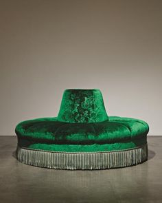 View Napoleon III-style Borne settee by sold at The World of Muriel Brandolini on 21 October 2011 New York. Settee Sofa, Upholstered Sofa, Lounges, Emerald Green Couch, Red Velvet Chair, Round Sofa, Curved Sofa, Boutique Interior, Napoleon Iii