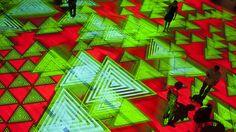 A film by Claude Mossessian © Claude Mossessian  Onde Pixel - Lo Sguardo di...Miguel Chevalier Avec la musique de / with the music by Jacopo Baboni Schilingi UniCredit Pavilion, Milano (Italy) Du 26 juillet au 28 août 2016 / From July, 26 to August, 28, 2016  Installation de réalité virtuelle générative et interactive / Generative and interactive virtual-reality installation 20 x 20 m / 65.62 x 65.62 ft Logiciels / softwares: Cyrille Henry / Antoine Villeret Technical Productions: ...