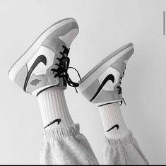 Sneakers Fashion Outfits, Nike Fashion, Nike Outfits, Fashion Shoes, Men's Fashion, Jordan Shoes Girls, Girls Shoes, Shoes Women, Nike Jordan Shoes