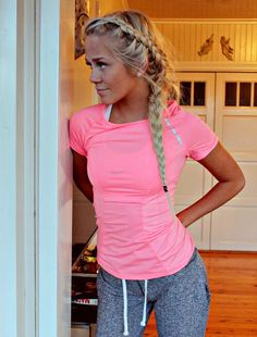 cute workout outfit and hair