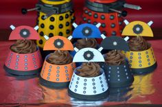 Doctor Who Dalek Cupcake Wrappers & Toppers - for David's birthday class snack Doctor Who Birthday, Doctor Who Party, Doctor Who Dalek, 9th Birthday, Geek Party, Cupcake Wrappers, Anniversary Parties, 50th Anniversary, Party Time