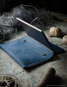Leather MacBook/iPad Case & Stand   Ocean Blue