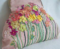 Bestickter Damentasche mit Blumen Sommerwiese Motiv Vintage Shabby chic handgemacht Blumentasche Floral Tasche Abendtasche