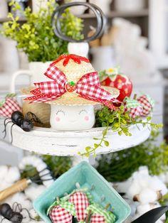 Strawberry Marshmallow Mug Hat for CERAMIC Marshmallow Mug. The Original. Cute Marshmallows, Diy Mugs, Tray Decor, Craft Items, Summer Fun, Decorative Items, Farmhouse Decor, Diy Crafts, Ceramics