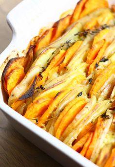 Decadente aardappel uit de oven met room en knoflook - Francesca Kookt Diner Recipes, Veg Recipes, Vegetarian Recipes, Cooking Recipes, Confort Food, How To Cook Potatoes, Potato Dishes, Vegetable Dishes, Food Inspiration