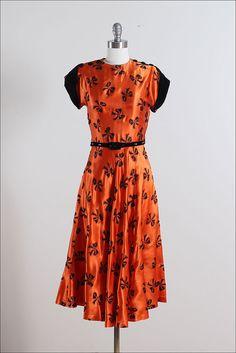 EASTWICK ➳ vintage dress * deep orange silk satin * silk velvet details * flocked bow tie print * matching original belt with rhinestones * metal 1940s Fashion Women, Retro Fashion, Vintage Fashion, 1940's Fashion, 1940s Outfits, 1940s Dresses, Vintage Outfits, Vintage Gowns, Dress Vintage