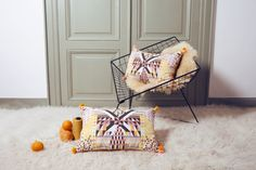 Cushion Geo made by Parisian Marika Giacinti.The cushions of her second collection are beautifully crafted with pompoms, fringes and screen-printed patterns. Home Design, Interior Design, Ikea, Missoni, Decoration, Home Accents, Minimalist Design, Accent Decor, Decorative Pillows
