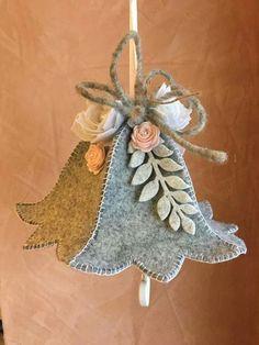 Felt Christmas Decorations, Christmas Ornaments To Make, Christmas Sewing, Christmas Makes, Felt Ornaments, Felt Crafts, Handmade Christmas, Holiday Crafts, Fabric Crafts