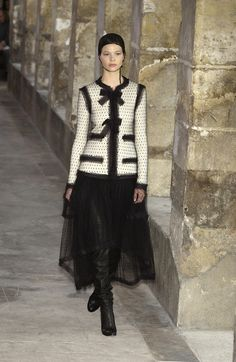 Chanel Fall 2003 Runway Pictures - Livingly