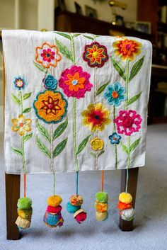 Repurposed boho bench cover from a table runner.I loved the results! - Repurposed Boho Bench Cover Best Picture For diy furniture For Your Taste You are looking for som - Crewel Embroidery, Hand Embroidery Patterns, Ribbon Embroidery, Bench Covers, Creation Couture, Fabric Art, A Table, Dining Table, Table Runners