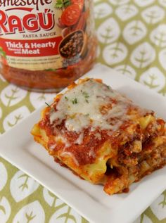 Weeknight meals just got easier with this easy and cheesy Lasagna Roll Ups recipe. Your entire family will ask for seconds! Diner Recipes, Beef Recipes, Breakfast Recipes, Cooking Recipes, Yummy Pasta Recipes, Casserole Recipes, Fast Dinners, Easy Meals, Lasagna Rolls