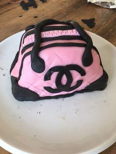 Mein erstes Werk mit Fondant: eine Handtaschen-Torte