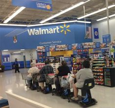 Check out these 24 weird and funny people of Walmart that you won't believe exist on this planet. You can laugh after seeing these funny Walmart pictures. Funny Walmart Pictures, Funny People Pictures, Walmart Photos, Funny Photos, Walmart Funny, Go To Walmart, Only At Walmart, People Of Walmart, Walmart Customers