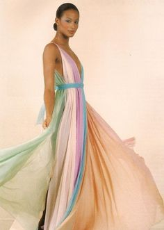 Pastel Pleats on Beverly Johnson - Vintage Halston Photographs That'll Make You Long for Glamour - Photos Lauren Hutton, Bianca Jagger, Studio 54, Jackie Kennedy, 70s Fashion, Fashion History, Fashion Vintage, Pantalon Elephant, Flower Power