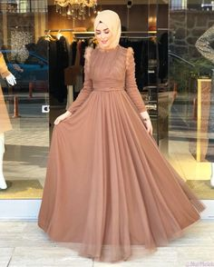 The 20 most beautiful hijab evening dresses you can wear for Winter Weddings Muslim Fashion, Modest Fashion, Hijab Fashion, Fashion Dresses, Hijab Evening Dress, Hijab Dress Party, Evening Dresses For Weddings, Prom Dresses, Wedding Dresses
