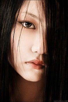 """""""I think no artist should look down on a medium simply because one seems 'easier' than another."""" - Zhang Jingna"""