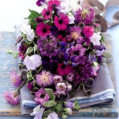 purple wedding bouquets | Purple wedding flowers | My Wedding Dream