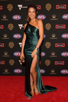 Every Single Dress From the 2018 Brownlow Medal Red Carpet J Aton Couture, Formal Wear, Formal Dresses, Sequin Gown, White Gowns, Red Carpet Dresses, Celebs, Celebrities, Badgley Mischka