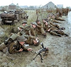 British Army Uniform, British Soldier, Ww2 Pictures, Ww2 Photos, Military Guns, Military History, Army Ranks, Navy Air Force, Canadian Army