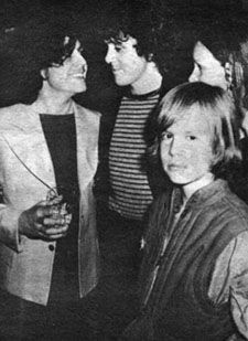 Here is a collection of photos of Marc Bolan hanging out with some of his better known friends. In addition to appearing on stage with various bands & performers throughout his career Bolan als…