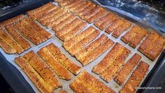Saratele fragede, ieftine si spornice | Savori Urbane Croissant, Bagel, Crackers, New Recipes, Biscuits, Food And Drink, Breakfast, Kitchen, Breads