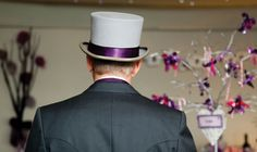 Ook de bruidegom hield zich goed aan het kleurthema.