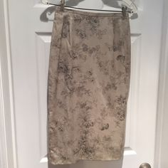"""J Crew Pencil Skirt Classic pencil skirt in beautiful muted floral print. Measures approx 26"""" from top of waistband to bottom of hem. Fully lined with back zip. Carefully worn once at most. Sorry no trades or PayPal. Thanks for shopping by! J. Crew Skirts Pencil"""