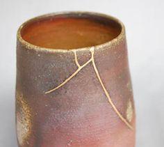 金継ぎ(陶器の修理)、漆器の修理、骨董品の修理をしています