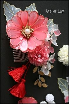 Discover thousands of images about Nail Polish Flowers, Nail Polish Jewelry, Nail Polish Crafts, Resin Jewelry, Hair Jewelry, Nylon Flowers, Wire Flowers, Kanzashi Flowers, Beaded Flowers