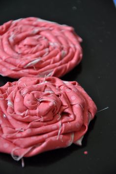 Little Bit Funky: 5 & 6 frayed rolled roses Felt Flowers, Diy Flowers, Organza Flowers, Flower Diy, Paper Flowers, Diy Projects To Try, Sewing Projects, Sewing Ideas, Sewing Patterns